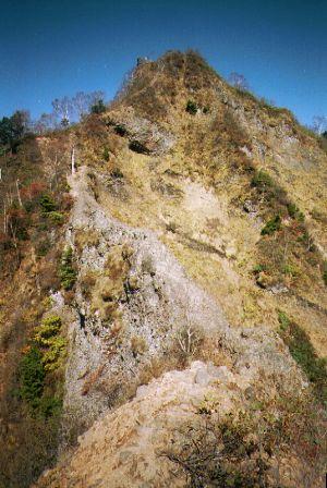 胸突岩を登り切ると八方睨コースで最も有名な蟻の戸渡り が目の前に現れま... 戸隠山縦走 八方睨